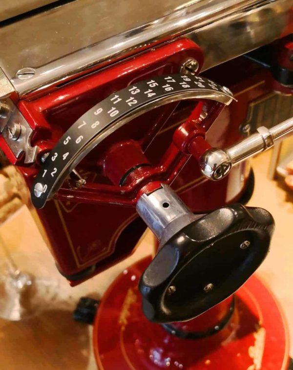 Berkel B100 rossa vista da vicino